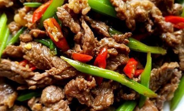 家常菜推荐:炒牛肉、蒜香煸豆角、家常酱汁豆皮卷、酱豆腐