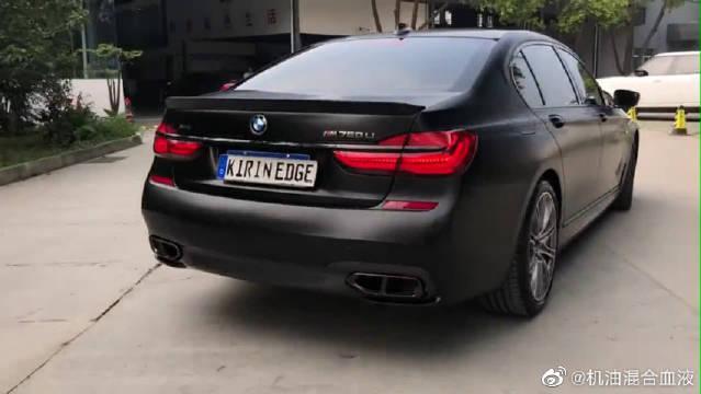 视频:宝马740摇身一变M760,高端行政轿车也能变成性能轿跑!