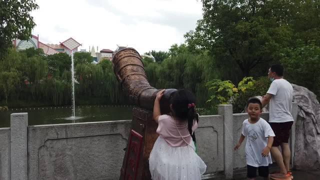 以为是景区控制的喷泉 没想到是声控喷泉⛲️ 还非常有节奏和韵律