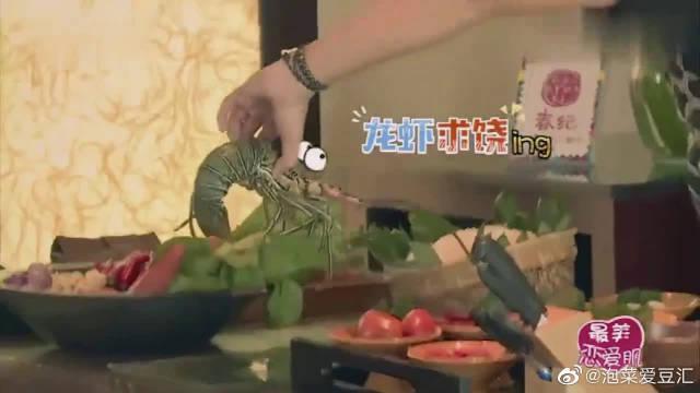 宋智孝表示自己很饿,陈柏霖二话不说上厨房做饭