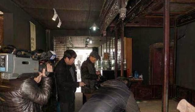 清朝3吨龙床突现江湖,收藏者喊价5个亿,专家:最好上交