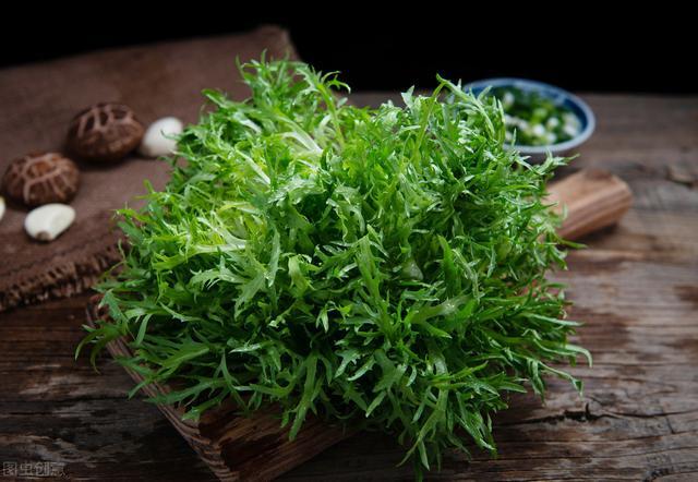 抗氧化,利肠道,给大家推荐两种适合夏天吃的蔬菜:苦菊和苣荬菜
