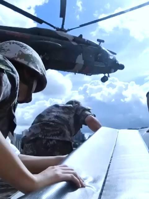威武霸气!驻香港部队组织三军联合训练,陆海空全面出动!