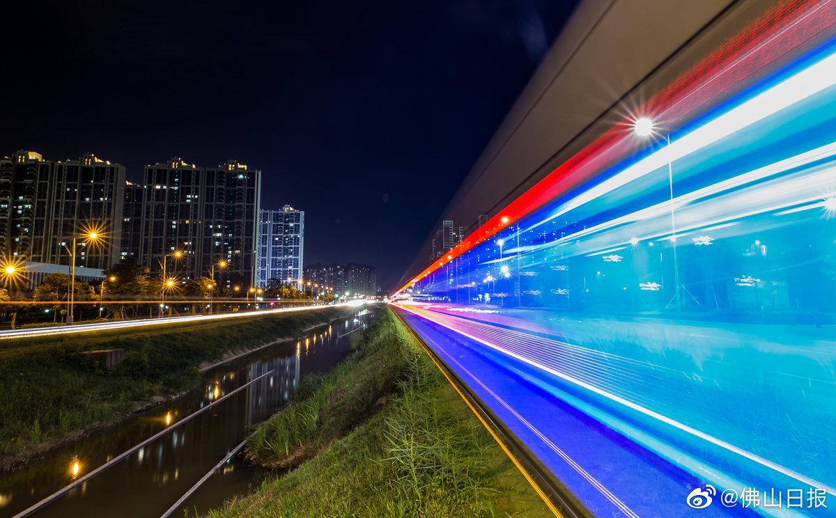 高明西江新城有轨电车的日与夜