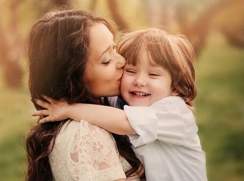 孩子有这3种表现,表示他一直爱着妈妈,真是当妈的好福气