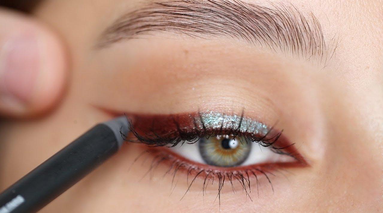 只使用眼线笔就能完成的眼妆化妆步骤分享……
