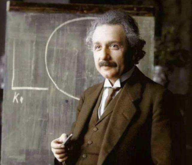爱因斯坦被称为天才,为何他的一儿一女却是疯子?原因其实很简单