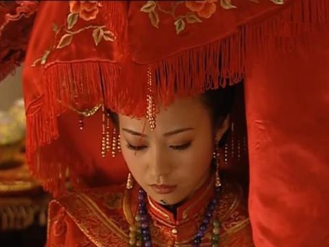 少年天子:福临大婚时,为何太妃和孝庄佩戴同样发饰?暗藏心机