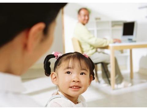 孩子为什么会说话结巴?家长别忽视,拖得越晚对孩子影响越大