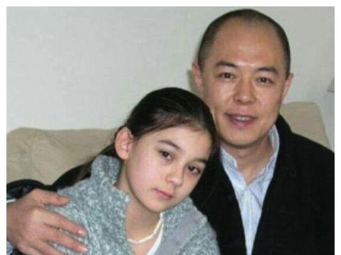 张铁林的混血女儿,27岁月亮颜值高到犯规,网友:幸亏长得不随爸