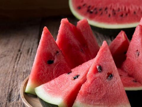 高血压不能吃西瓜?肝不好别吃榴莲?网传水果禁忌,看专家怎么说