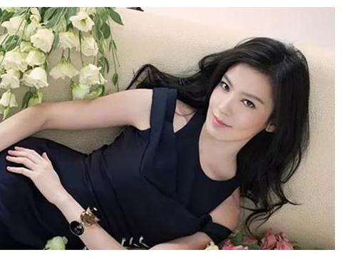"""她才是香港的""""豪门杀手"""",李嘉欣都自愧不如,今年过40美如少女"""