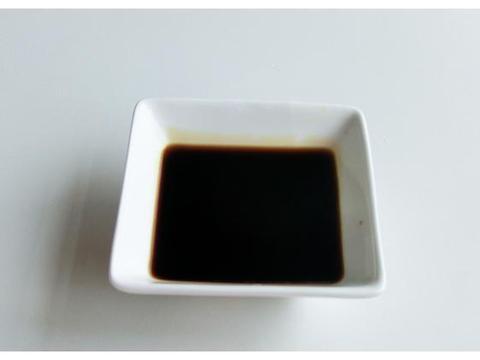做虎皮青椒时,放醋还是酱油?很多人弄反了,导致不起皮不入味