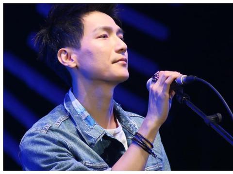 用纯粹的声音,演绎真挚的歌曲,让陈楚生总能有经典的表现