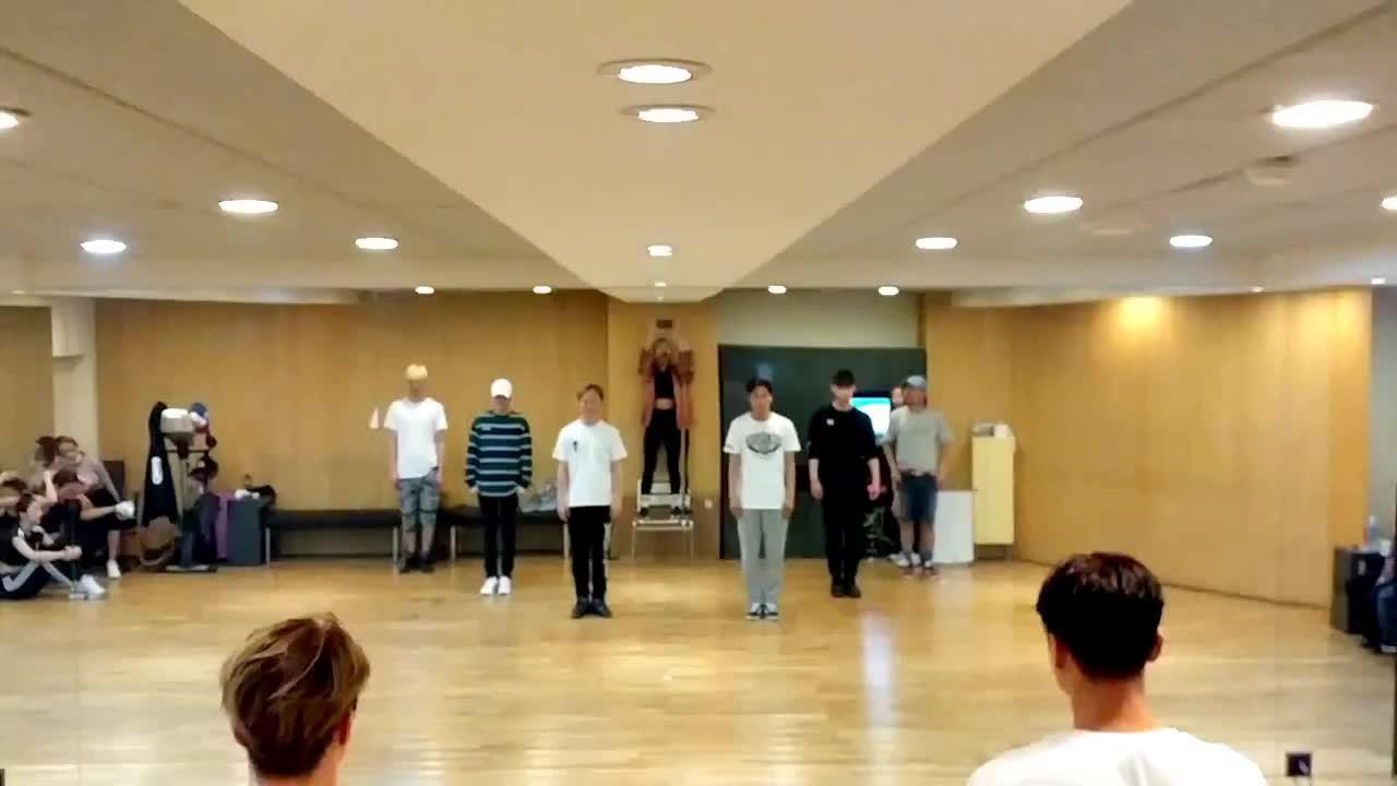 PSY鸟叔《New Face》舞蹈练习室,最近这舞很火啊!