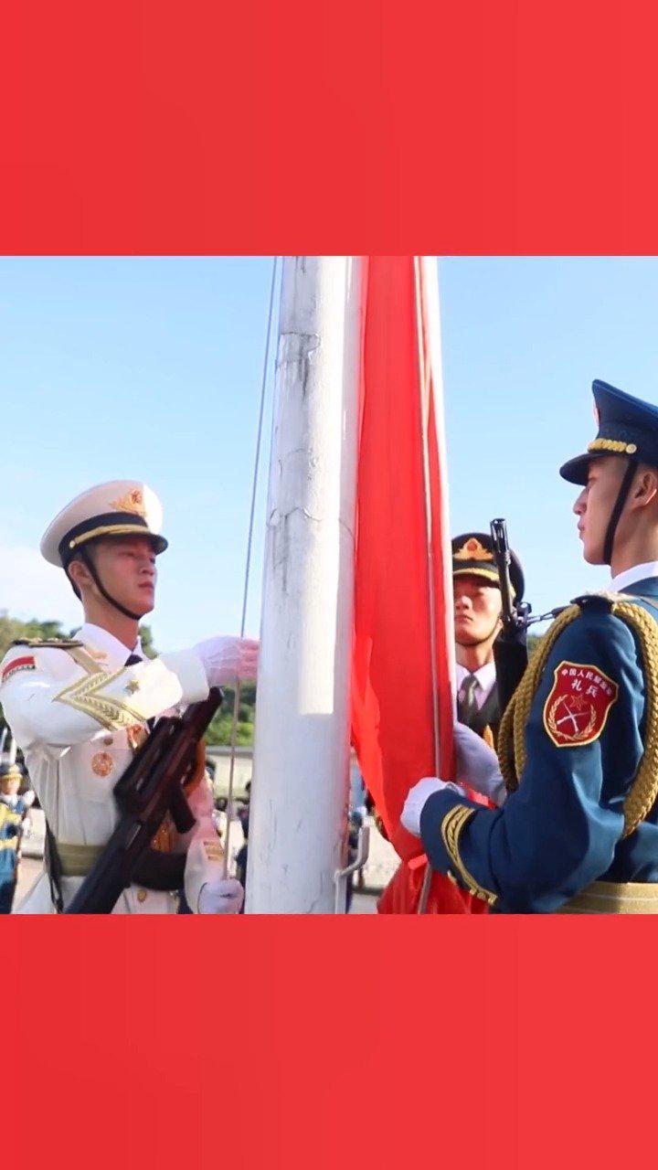 驻香港部队举行隆重升旗仪式,庆祝香港回归二十三周年!