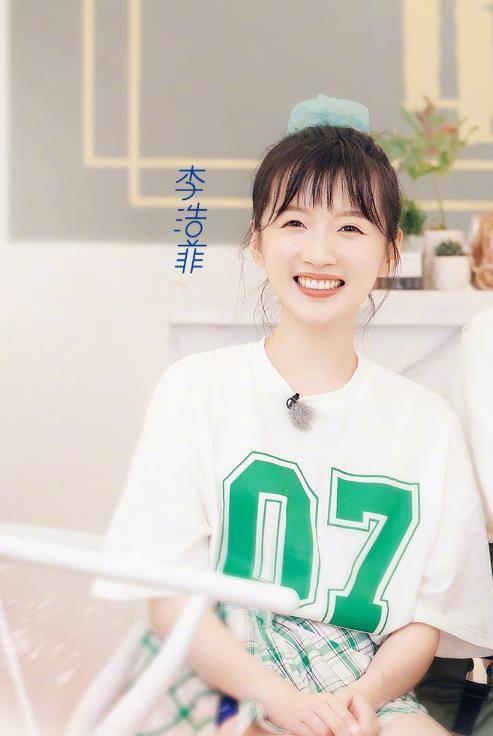 《中餐厅》海报p太过,黄晓明成小鲜肉,她撞脸吴宣仪
