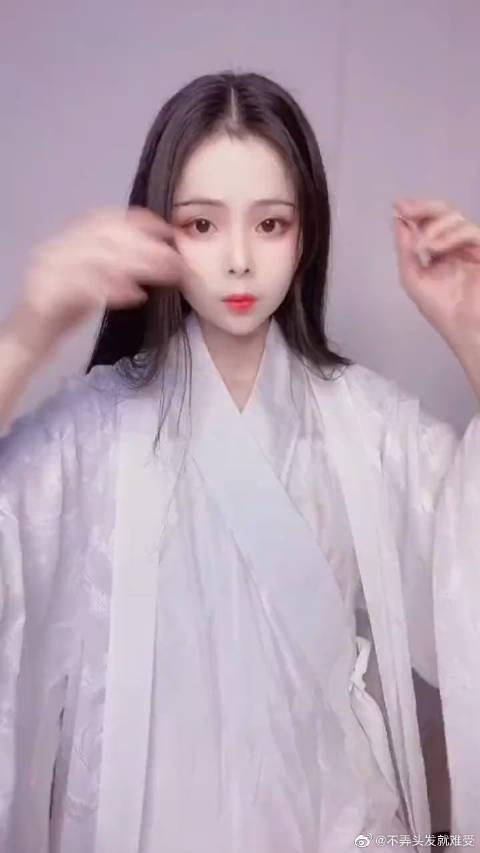 汉服:白蛇缘起小白发型,太仙太美啦!