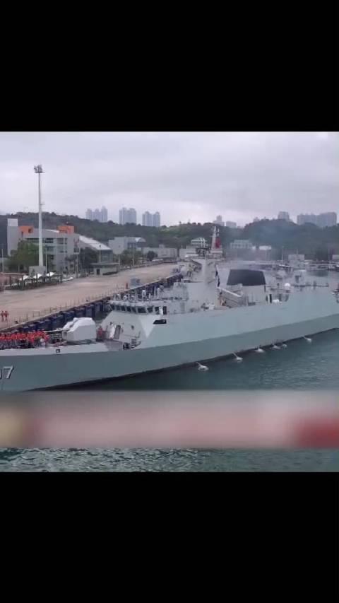 硬核!驻香港部队展开陆海空三军联合巡逻。来源:国防军事早报