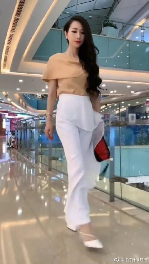 气质女人的日常穿搭,休闲随意又很有魅力