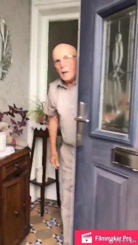 苏格兰一位姑娘Jen每次去看望87岁的祖父……