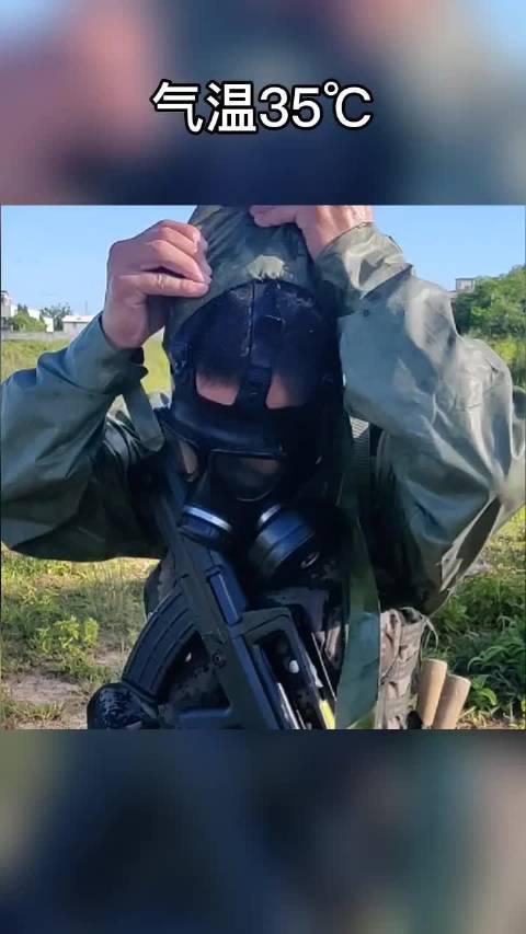 防毒面具防毒衣,防化兵战术动作过后最爽的瞬间。(南陆一号)