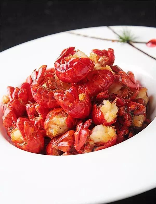 蓉城口水鸡,烧椒拌鹅肠,煳辣虾尾,瓦片鸡,风沙花椒排,藿香鲫鱼