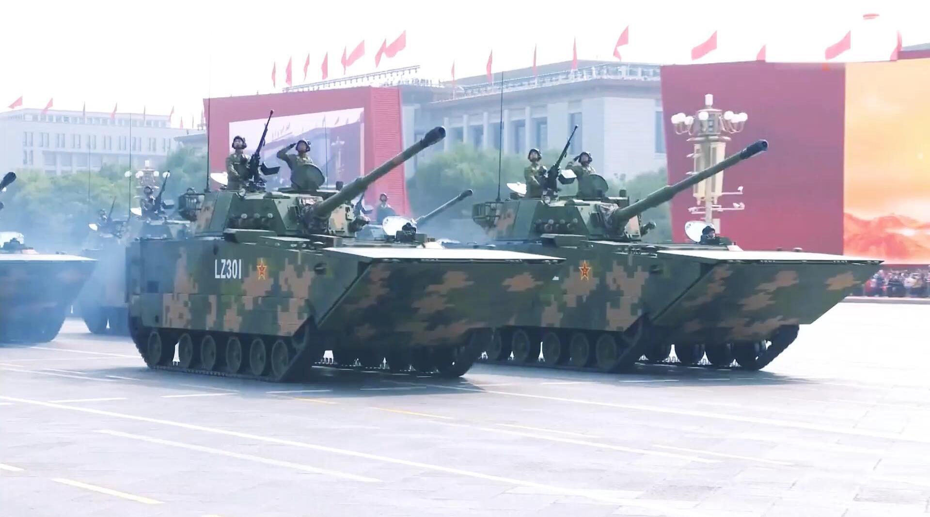 新中国70周年大阅兵,两栖突击车方队受阅 ,海军陆战队威武庄严