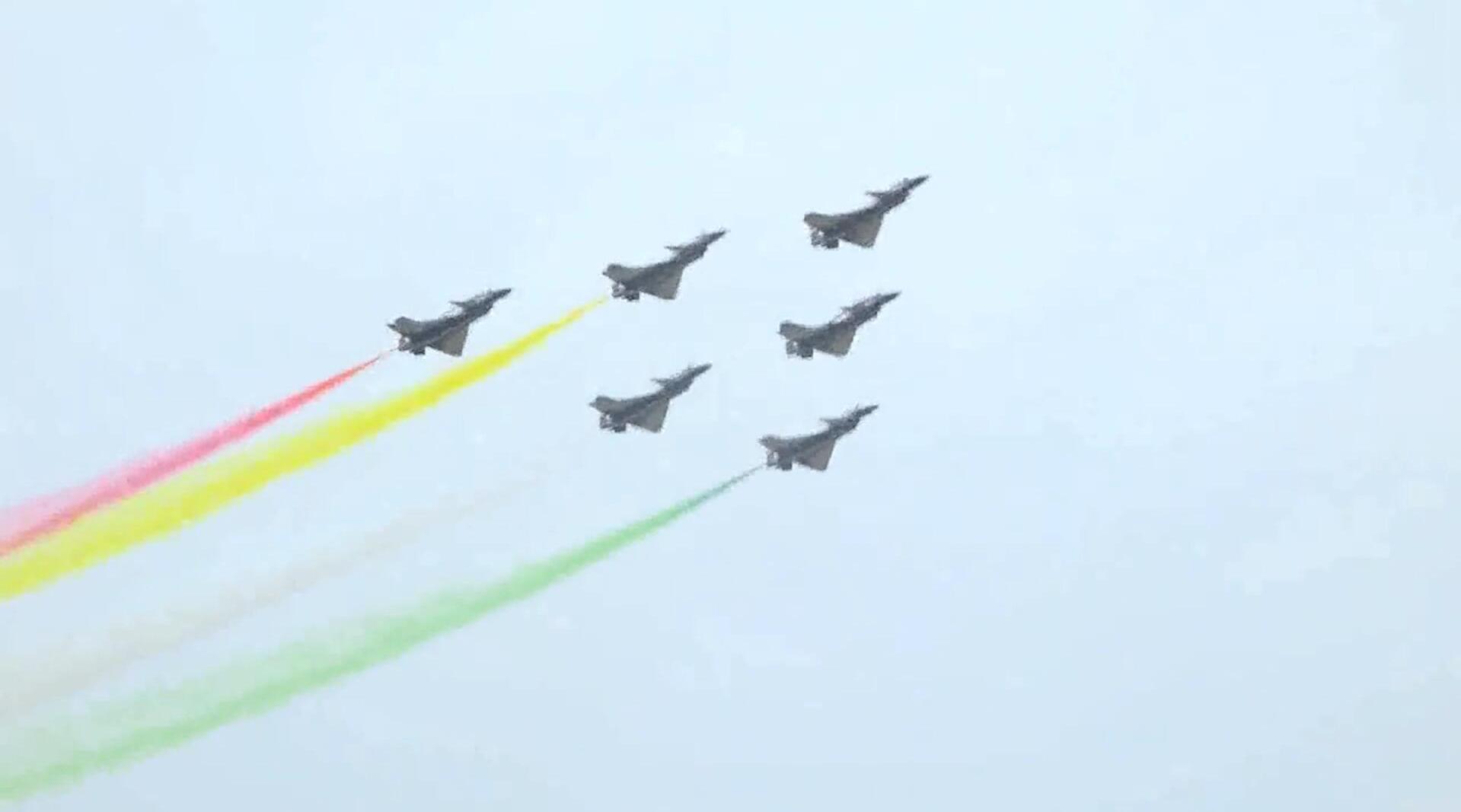 巴基斯坦国庆阅兵,中国八一飞行表演队炫舞出击,赢得全场称赞!