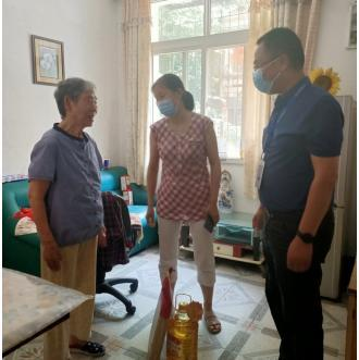 主题党日 武汉市洪山区市场监管局党员到社区服务居民