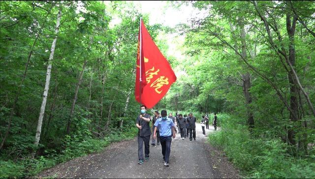 弘扬红色文化 重温红色历史 磐石法院组织党员干警重走抗联路