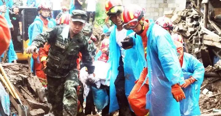 浙江新昌发生山洪灾害 武警官兵火速奔赴现场展开救援