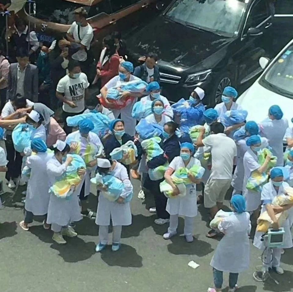 今天贵州赫章发生地震后,这张照片在朋友圈刷屏啦...