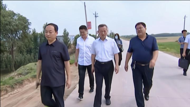 献县县委书记、县级总河长宫建军开展巡河工作