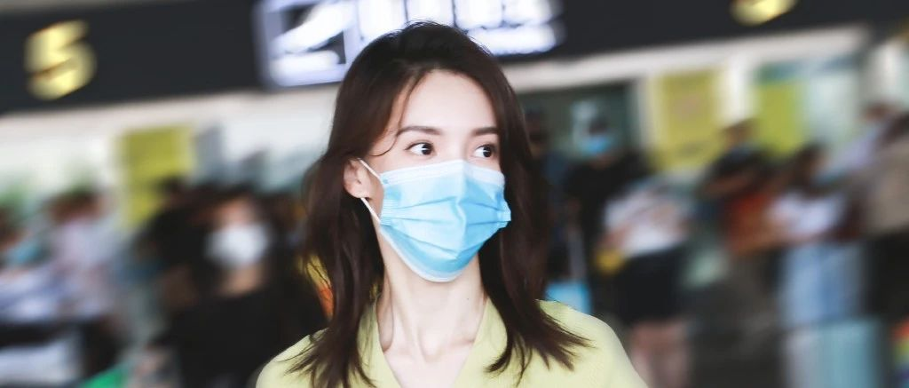 """金晨为成团内时髦担当下足血本,机场私服暴露了她Prada""""批发户""""的身份!"""