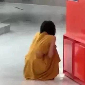 核酸检测为阳性后,女子商场嚎啕大哭!网友:哭得让人揪心