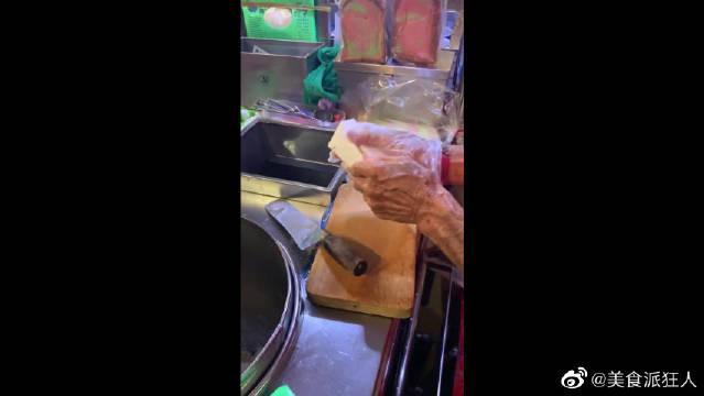 新加坡的冰淇淋面包,就是看到李现吃了后,我才来买的