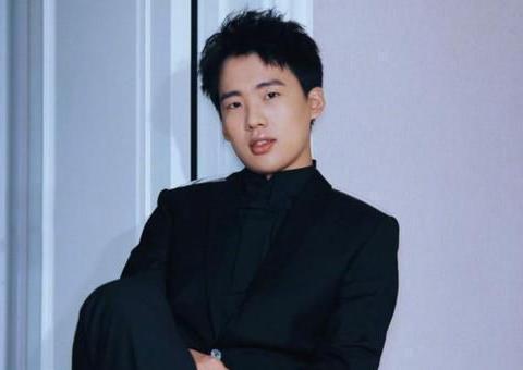 有种偏心遗传叫郭德纲,大儿子郭麒麟帅气有型,小儿子却相貌平平