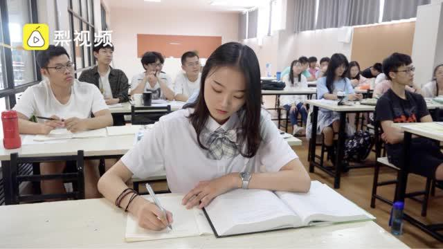 高三美女学霸收4份国外高校offer:想做程序员……