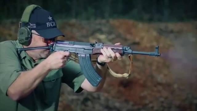 慢动作回放捷克Vz58突击步枪,原来它是这样抛壳的!