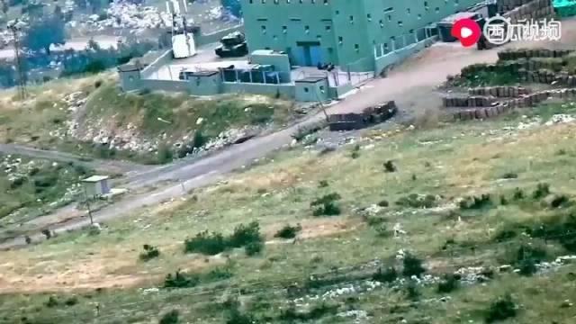 土耳其一哨所内的一辆坦克被库尔德女兵摧毁了