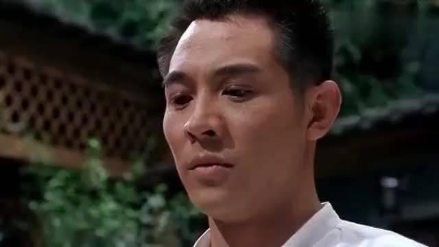 李连杰毕竟是得过武术冠军,武术表演很具有观赏性