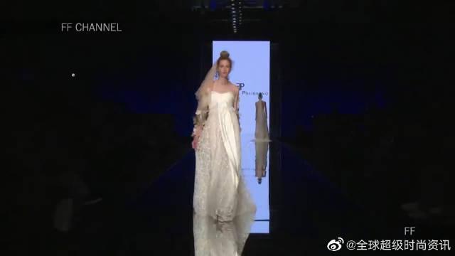 2020纽约时装周Elisabetta Polignano品牌婚纱秀,模特扭腰出场……