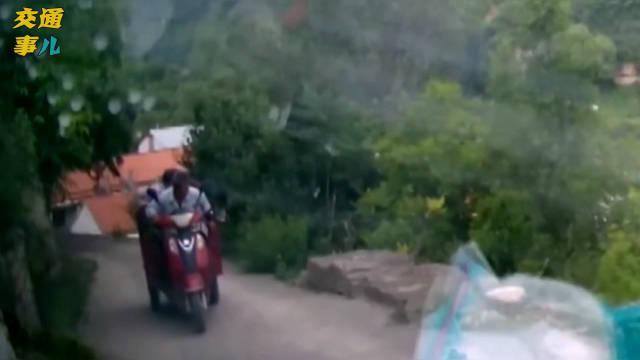 潍坊青州庙子镇,视频车和三轮车在陡坡处相遇……