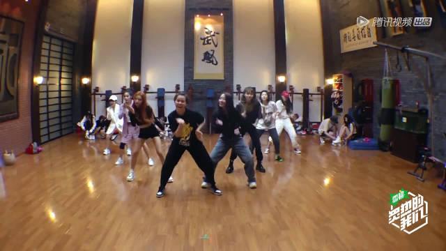 火箭少女101《眉飞色舞》练习室舞蹈……