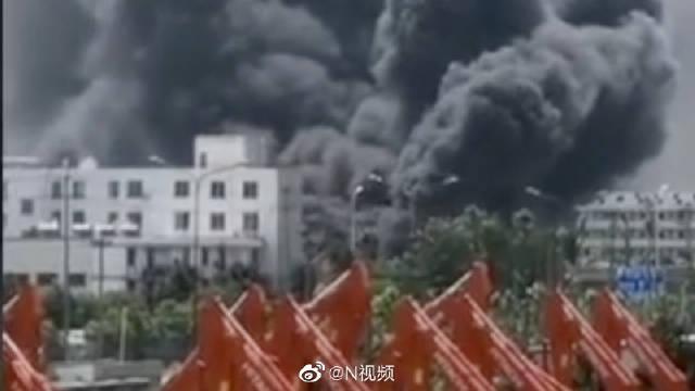 合肥一食品厂约1900平米厂房被烧……