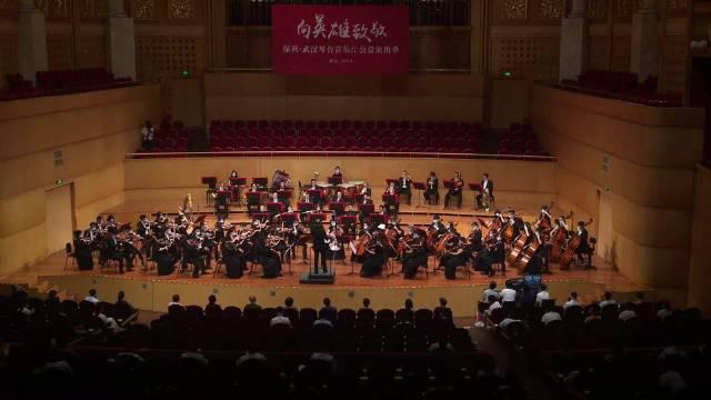 视频:武汉爱乐乐团《我和我的祖国》