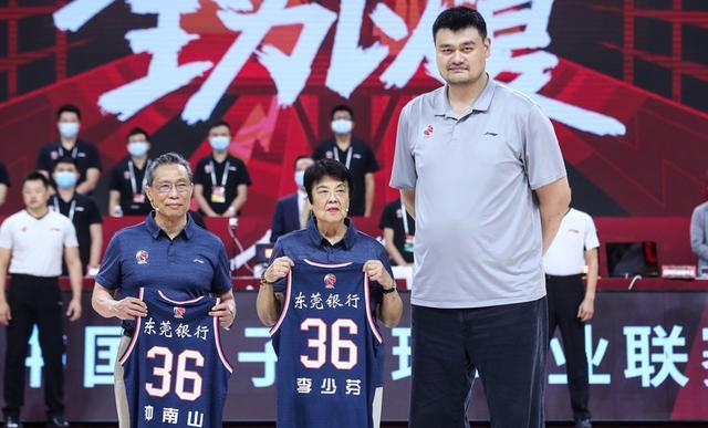 12人上场12人得分7人上双,广东48分胜江苏,胜利献给钟老夫妇