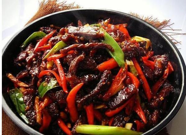 精选美食:蒜香鸡腿排、胡萝卜花菜炒肉、辣炒卤牛肉、干锅香辣鱼