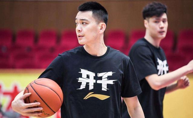 一日迎2好消息!杨鸣教练生涯首秀确定,内线大闸李晓旭归来!